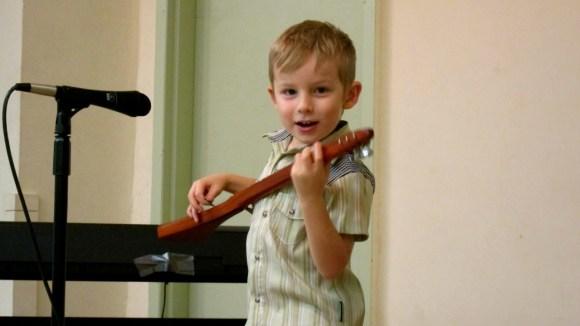 Strumstick student Felix