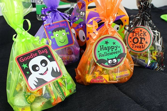 halloween treat bags y cute kids halloween party ideas delights blog