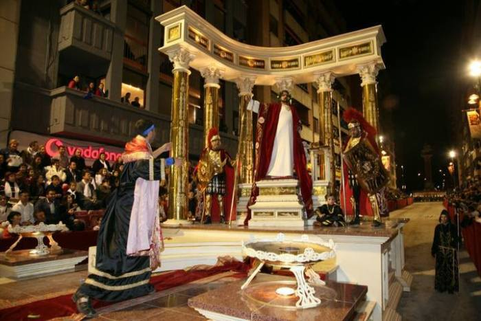Nerón en la actualidad, manteniendo la misma carroza estrenada bajo mandato de Castillo Navarro.