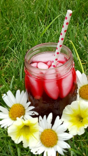 Ginger Beet Iced Tea with ice in a mason jar