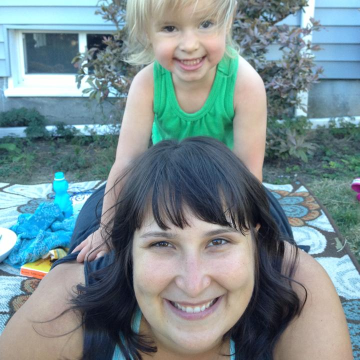 picture of a smiling Shawna and daughter