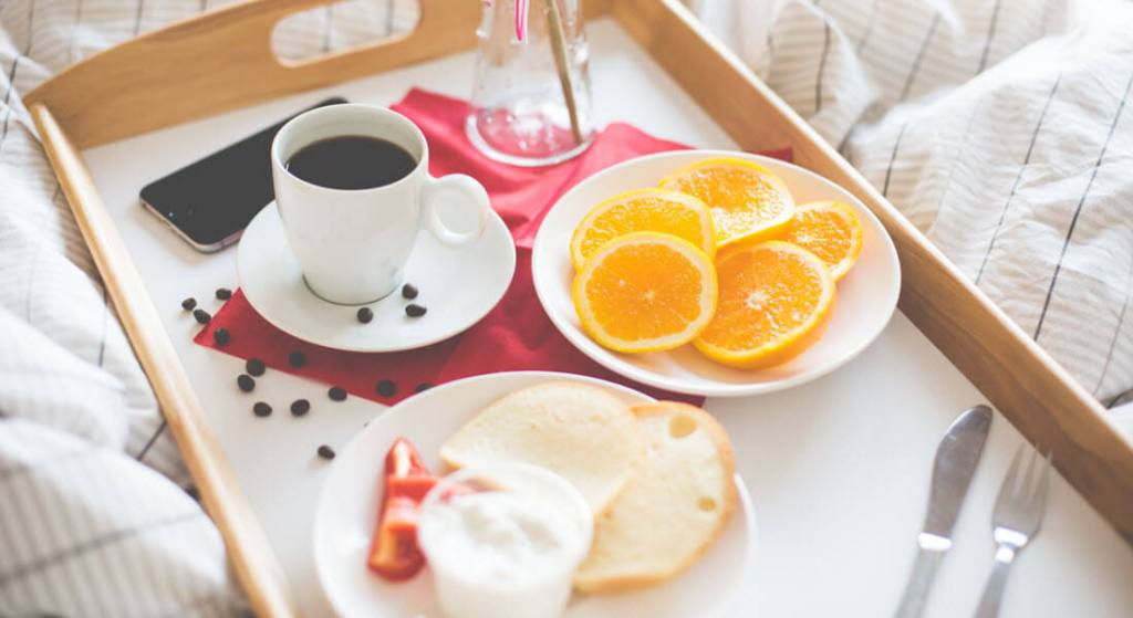 Popular Love Coupon Ideas: Breakfast in Bed