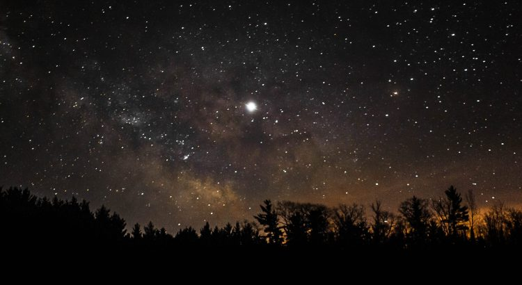 Picture of north star in starry night sky.