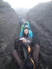 die Felsspalten kurz unterhalb vom Gipfel boten Schutz vorm scharfen Wind