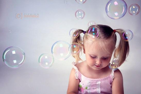 01-Fotografie-copii-Baloane-de-sapun-fotograf-Ciprian-Dumitrescu