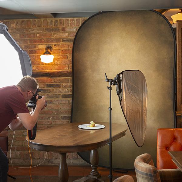 Cum fotografiezi simplu un platou cu mancare @Lastolite