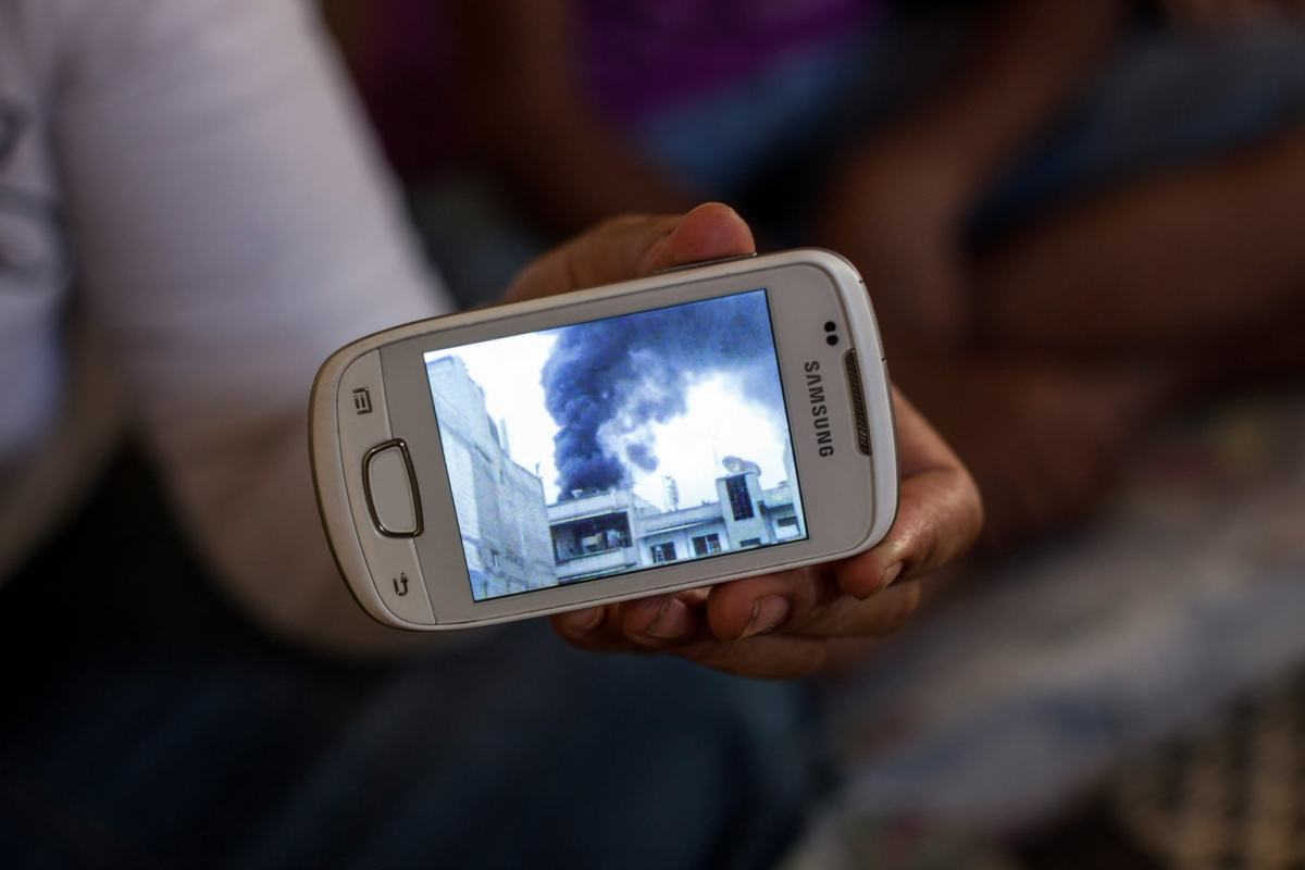 "How Photojournalism and Tech Intersect in ""Texting Syria"" - PhotoShelter Blog"