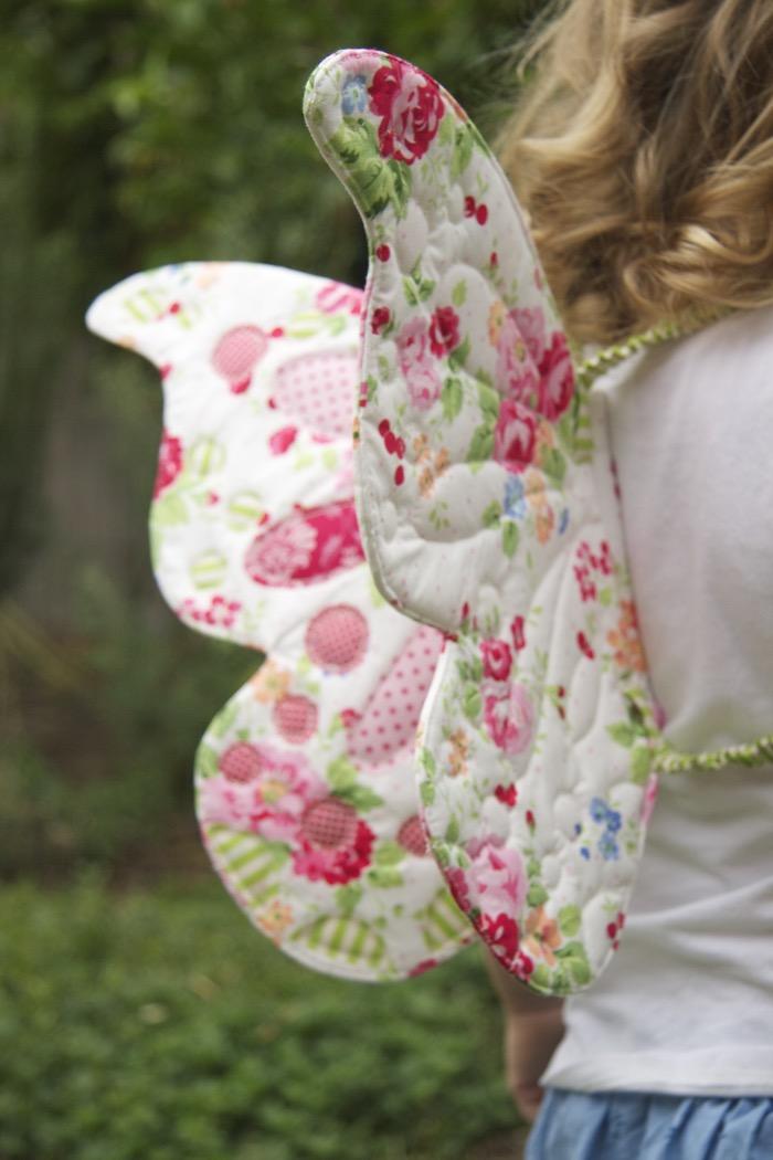 Come realizzare ali di farfalla per bambini