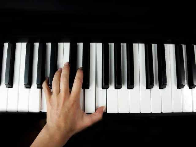 Popsongs frei spielen
