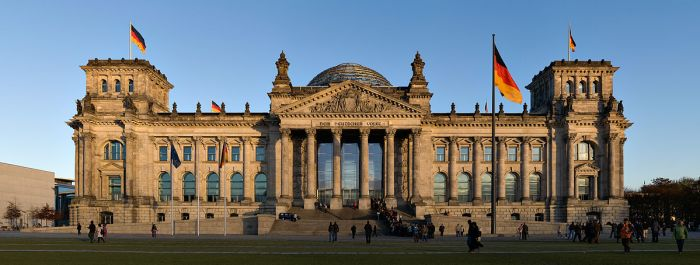 The Reichstag building. By Jürgen Matern (Own work (JMatern_071104_8454-8458_WC.jpg)) [CC BY-SA 3.0 (http://creativecommons.org/licenses/by-sa/3.0)%5D, via Wikimedia Commons