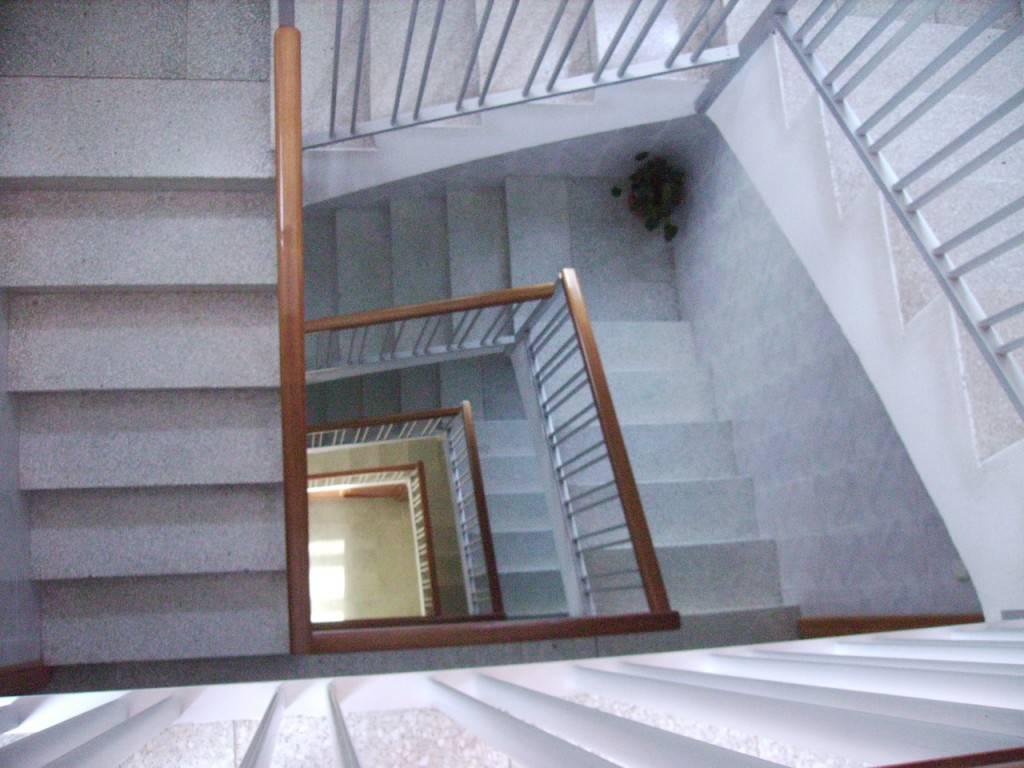 Resultado de imagen de escaleras o ascensor