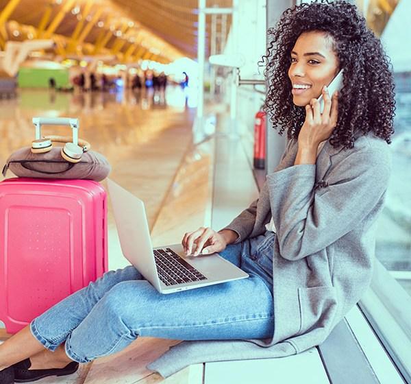 Mulheres são responsáveis por 64% das vendas de passagens aéreas no Brasil