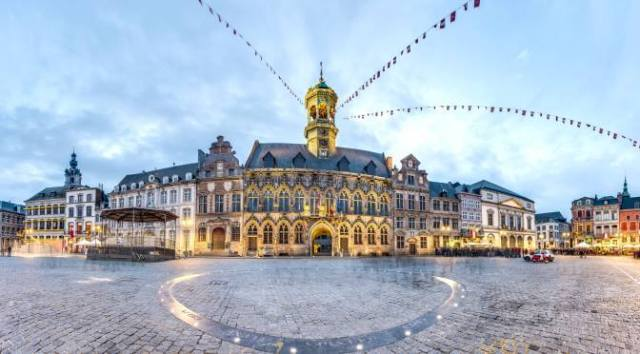 A Day in Mons: Mons Grand Place