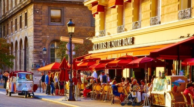 Streetside cafe in Paris
