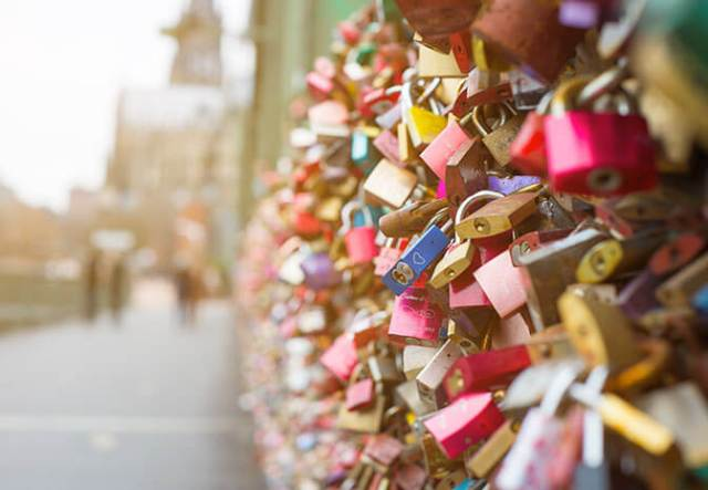 Couples in Cologne - Love Locks