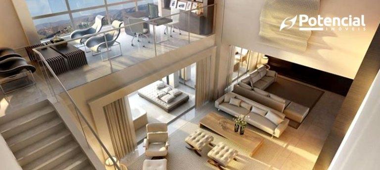 Foto de apartamento com decoração de estilo elegante visto de cima, dando destaque para seu mezanino à esquerda