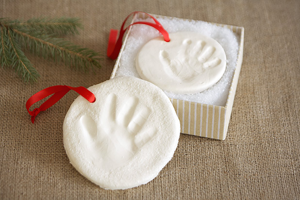 HolidayOrnaments-Handprint