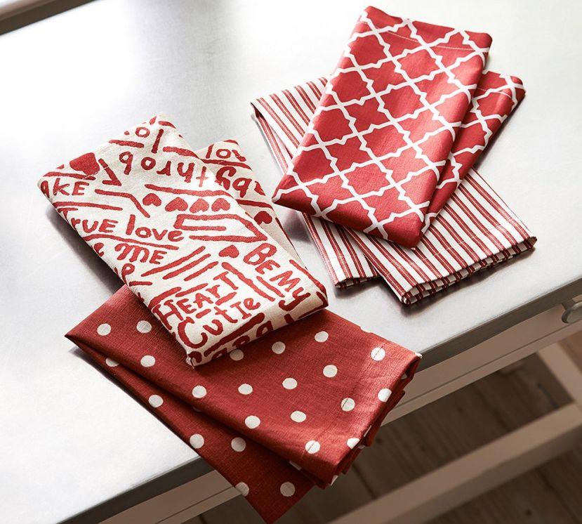 red napkins