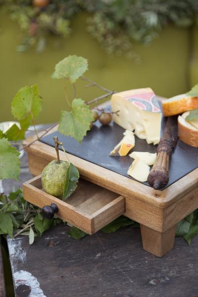 vineyard_cheese_table