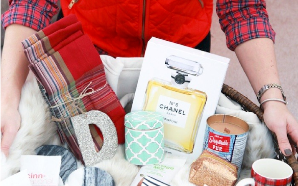 A Pottery Barn Holiday Gift Basket Giveaway with Julia of Lemon Stripes!