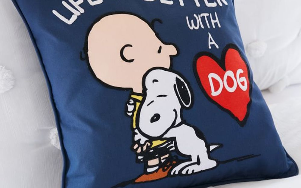 peanuts-life-is-better-with-a-dog-pillow-cover-o