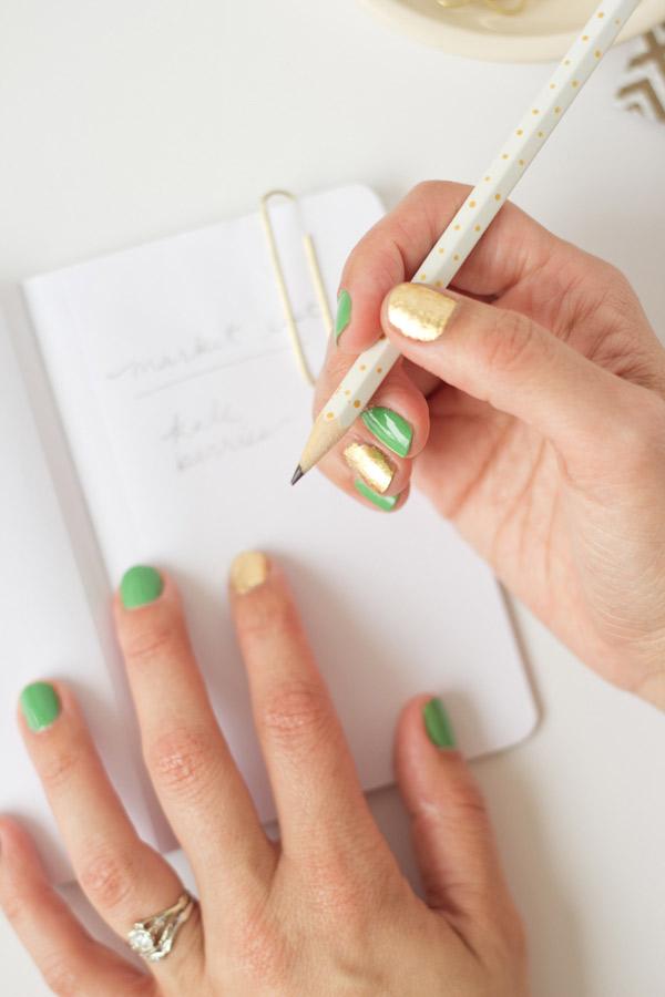 gold-leaf-manicure