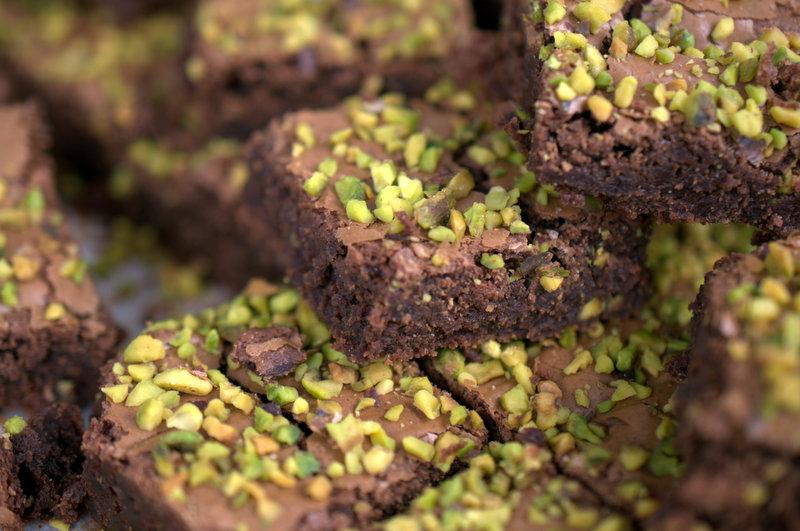 Brownies al nero con pistacchi