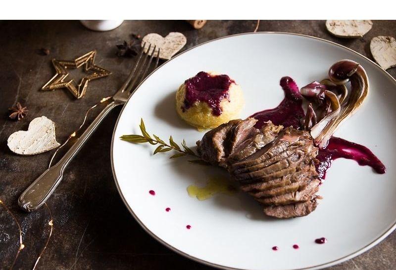 Guancetta di vitello brasata al vino rosso Nobile di Montepulciano della Cantina Podere Casanova