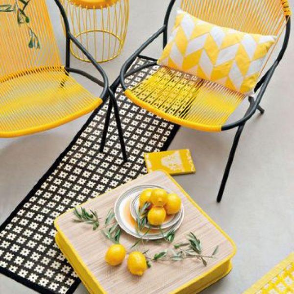 Une terrasse à la décoration jaune soleil Photo - Visuel Monoprix