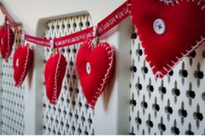 Red 'Live Laugh Love' ribbon Garland with red Hearts.
