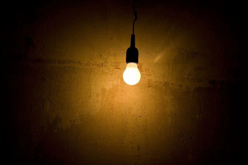 Gute Erfindung: elektrisches Licht. Klappt nie!