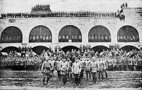 Le bastion des 18 ponts lors d'une inspection par le général Rupprecht de Bavière, commandant de la sixième armée bavaroise, fin 1915