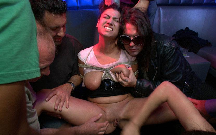 Женщины секс порно бдсм в ресторане для взрослых саша
