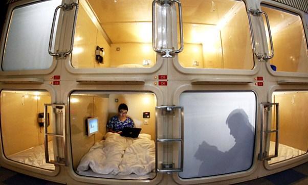 027006-capsule-hotel-china