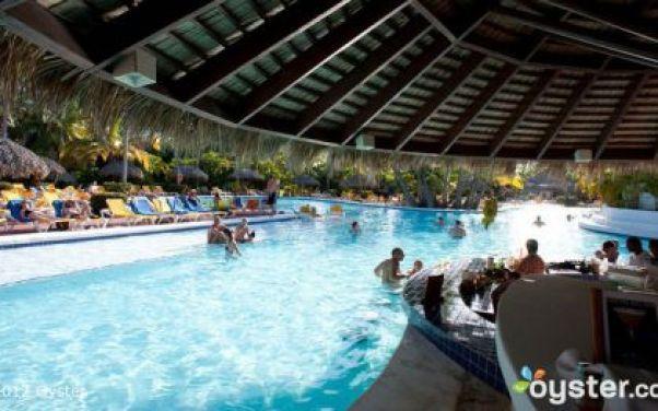 1_Pool-Bar-at-the-Catalonia-Bavaro-Beach