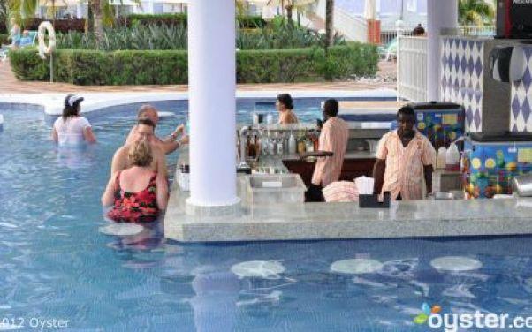 5_Rastafari-Swim-Up-Bar
