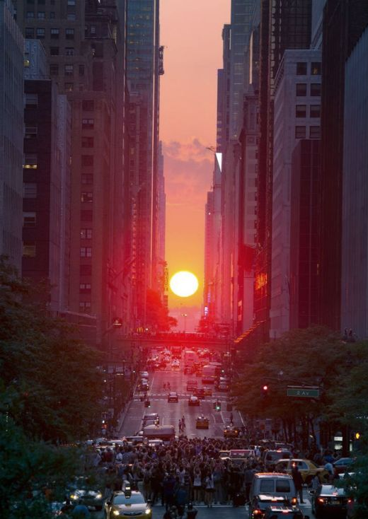 """Manhattanhenge"" in NYC"
