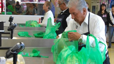 Tipping in Mexico puerto vallarta grocery baggers