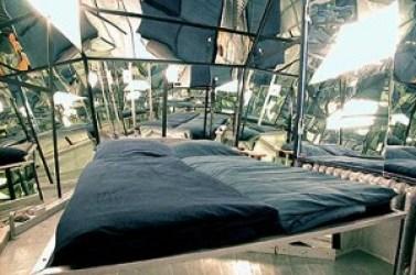 Habitación espejos. Fuente: http://wwww.propeller-island.de/