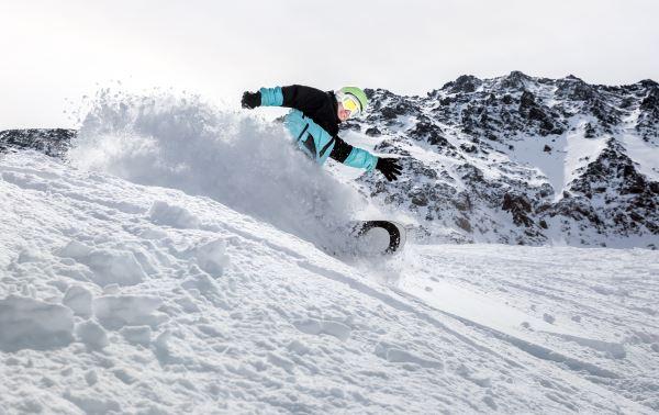Snowboarder en Andorra