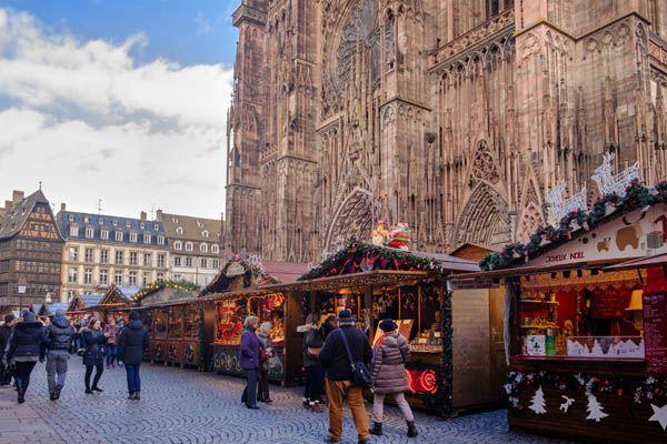 Mercadillos junto a la catedral de Estrasburgo