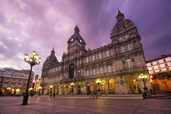 Plaza y Ayuntamiento en la Ciudad Vieja