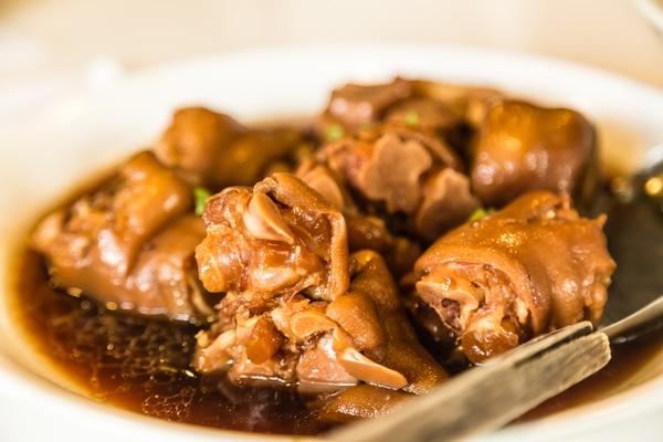 Manitas de cerdo, plato cordobés