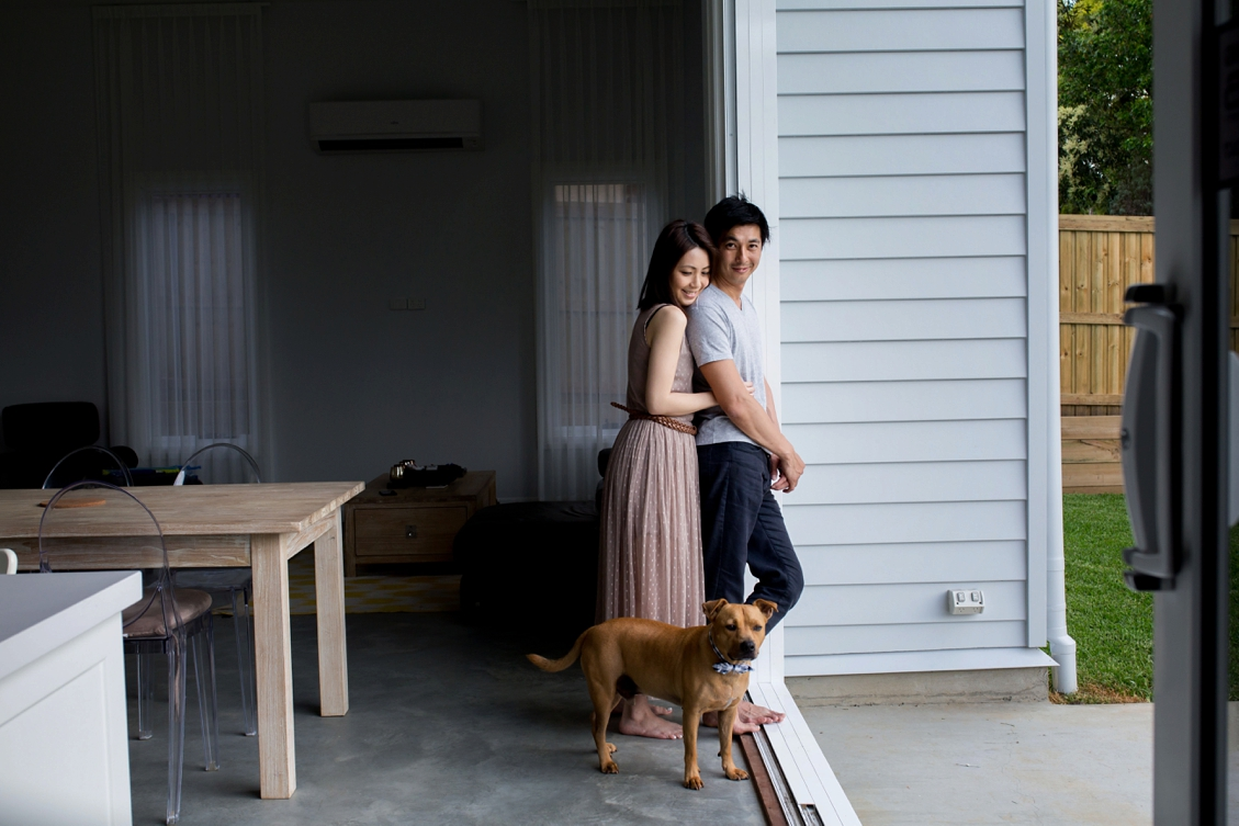 ENGAGEMENT-at-home-Brisbane-photographer_quincenmulberry_0001