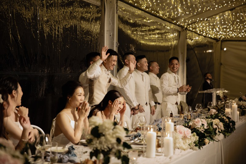 candid-laughter-moments-marquee-reception-at-elements-byron-bay-quinceandmulberry