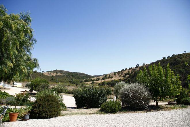 Uitzicht naar het zuiden op camping Quinta de Odelouca