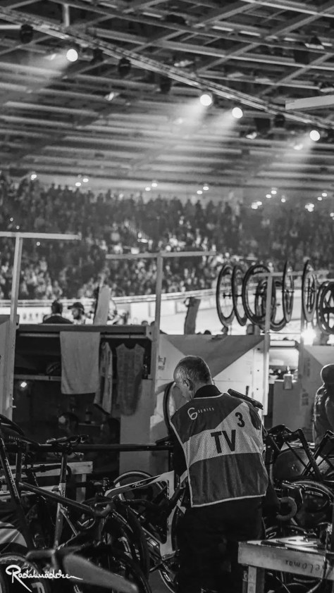 Six Day Berlin black and white