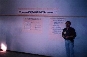 Exponiendo durante un taller impartido a jóvenes en el Distrito 7 de Santa Cruz de la Sierra.