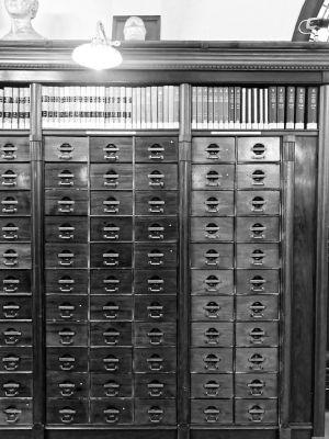 Alter hölzerner Katalog in der Königlichen Bibliothek Kopenhagens