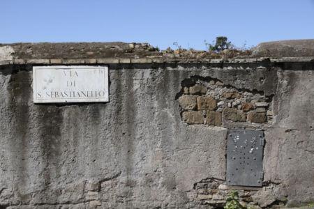 Mauer in der Via di San Sebastionello